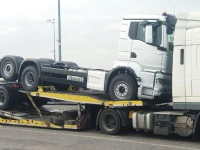 samochód ciężarowy 4