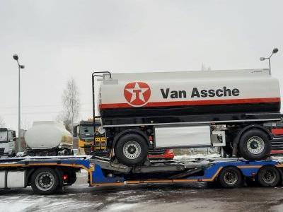 samochód ciężarowy z ładunkiem 1