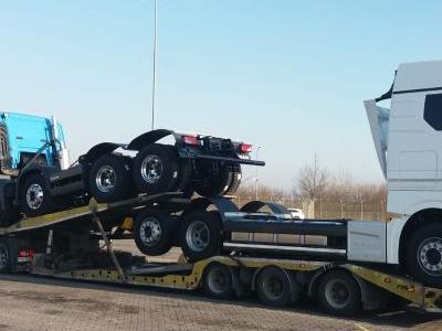 samochód ciężarowy z ładunkiem 2