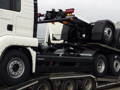 samochód ciężarowy z ładunkiem 6