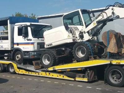 samochód ciężarowy z ładunkiem 9