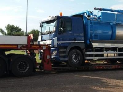 samochód ciężarowy z ładunkiem 15