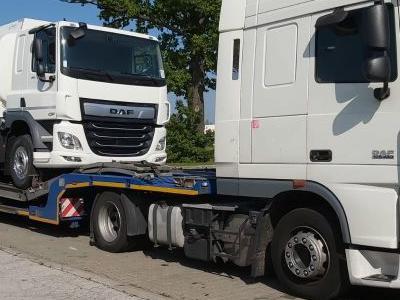 samochód ciężarowy z ładunkiem 16