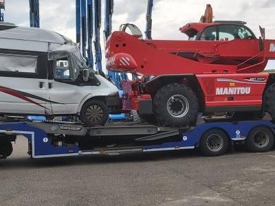 samochód ciężarowy z ładunkiem 18